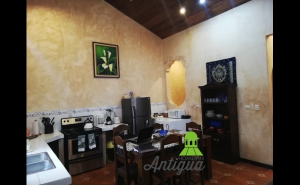 CENTER OF ANTIGUA HOUSE FOR RENT