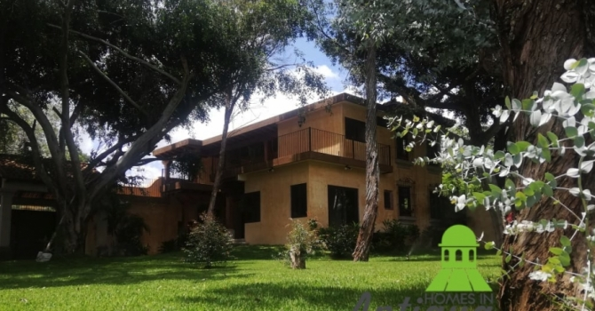 Beautiful Large house for sale in Antigua Guatemala with Big Garden