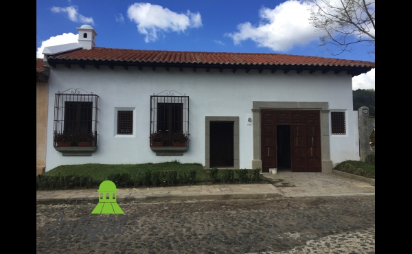 House for sale in central Antigua Guatemala